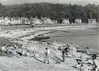Kames Bay in the 1960s complete with seaweed!