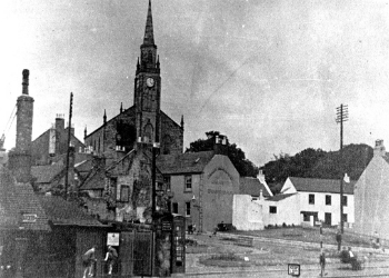 Stevenston High Kirk from the cross, c.1950. William Landborough was born in the manse in the church's grounds.
